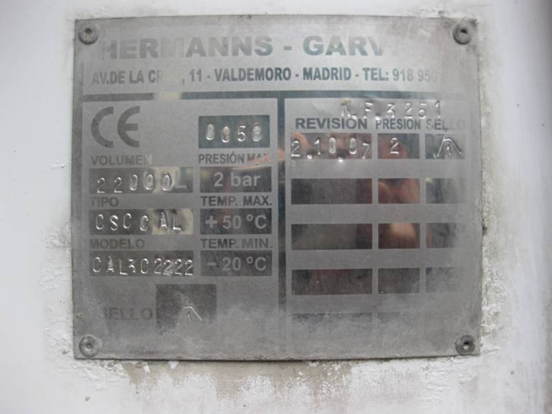 CAMIÓN CISTERNA  MERCEDES AXOR 2533L
